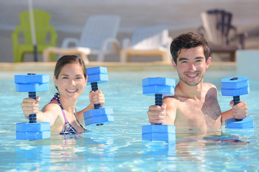 ejercicios aquagym con pesas
