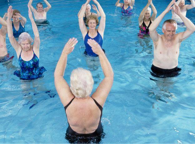 ejercicios aquagym tercera edad