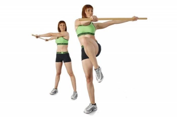 ejercicios de cintura con baston