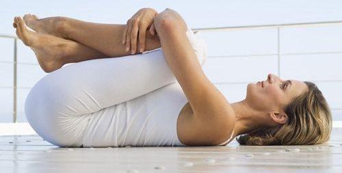 ejercicios para eliminar gases acumulados posturas