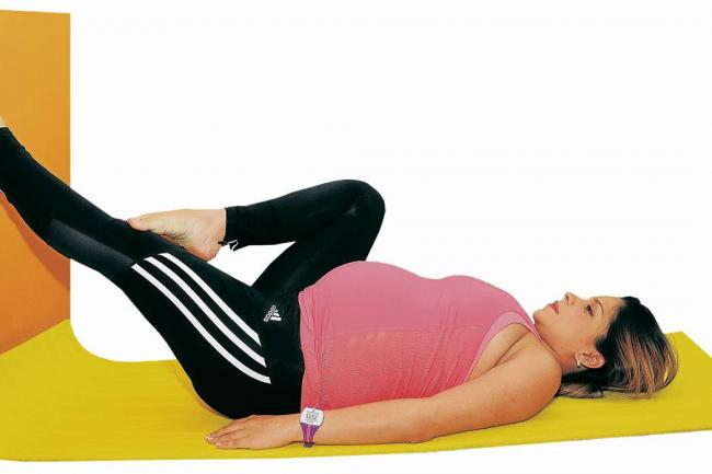 ejercicios para embarazadas acostadas